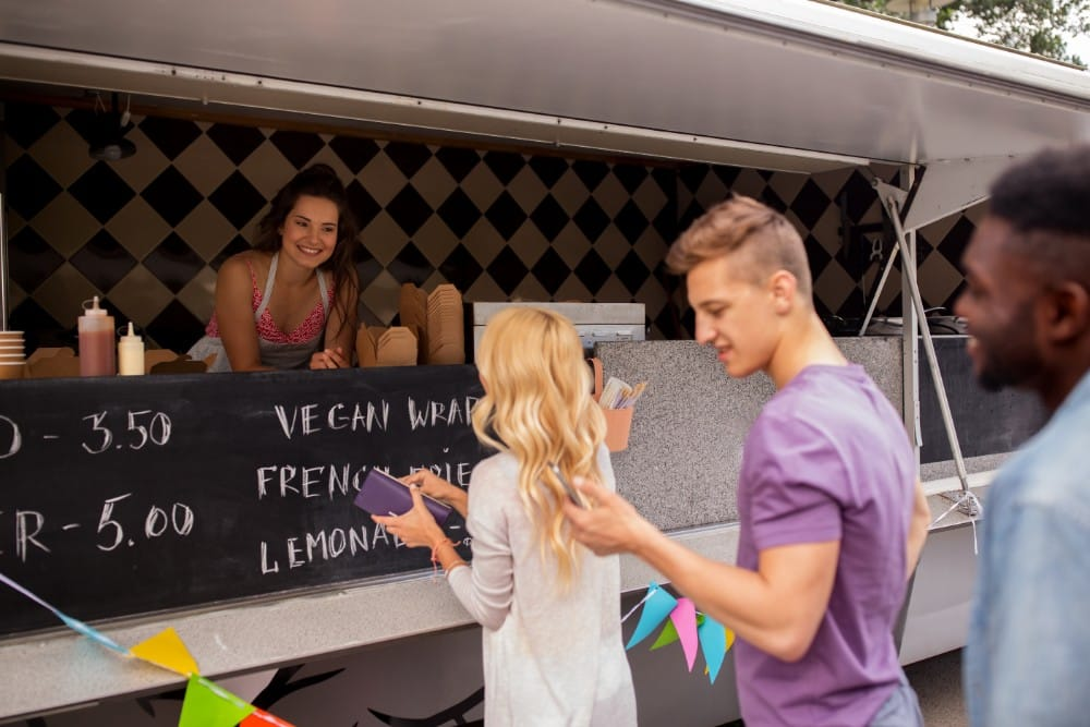 idei de afaceri start up nation Food truck sau rulotă fast food